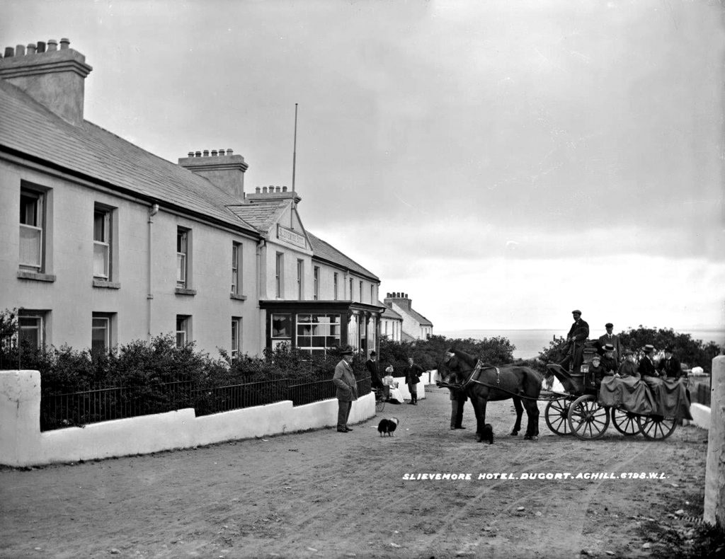 The Colony Hotel with Irish Jaunting cart of Victorian ladies